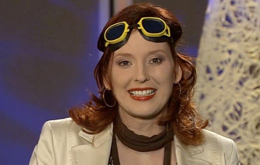 Q21-Moderatorin Kristina zur Mühlen |gelbe Taucherbrille auf Stirn