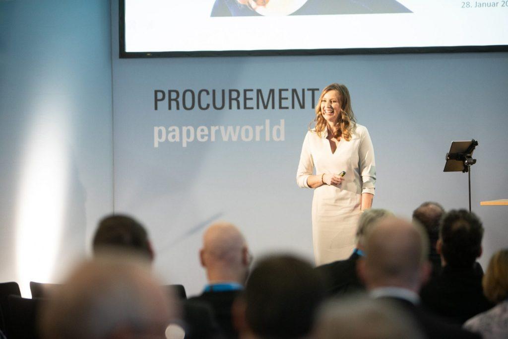 Kristina zur Mühlen auf Bühne |Messe Paperworld Procurement