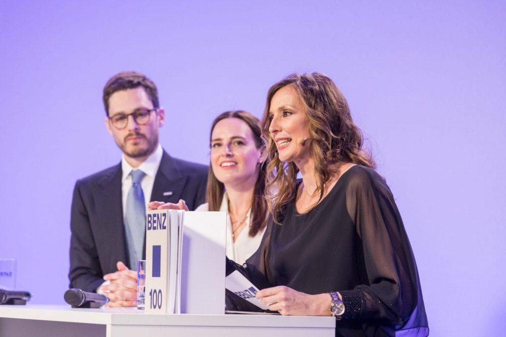 Eventmoderatorin Kristina zur Mühlen mit NIna und Christian Schieck