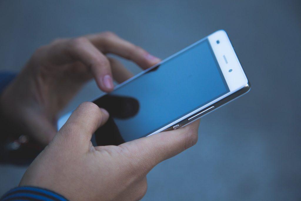 Smartphone in Händen