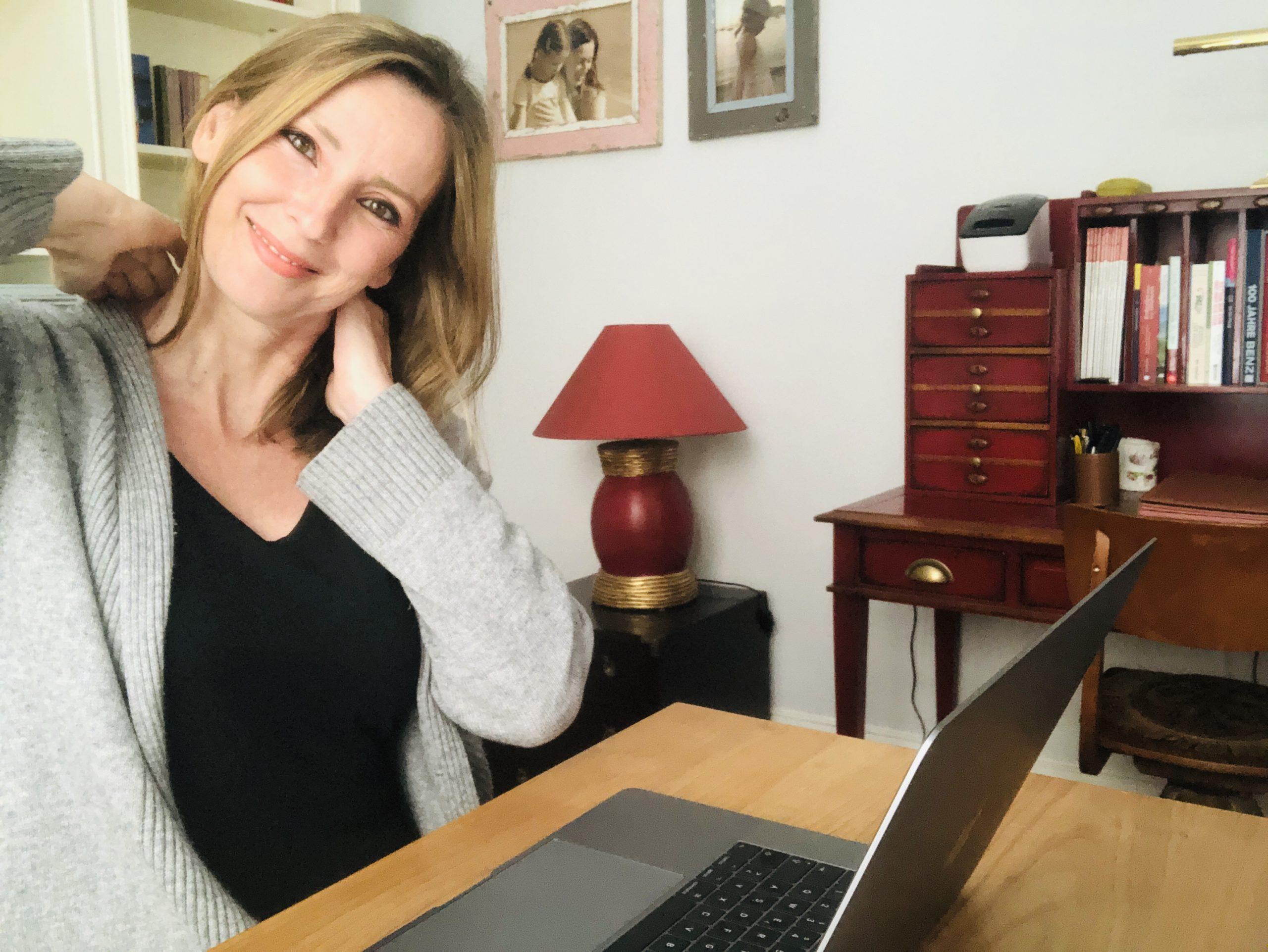 Moderatorin Kristina zur Mühlen im Homeoffice