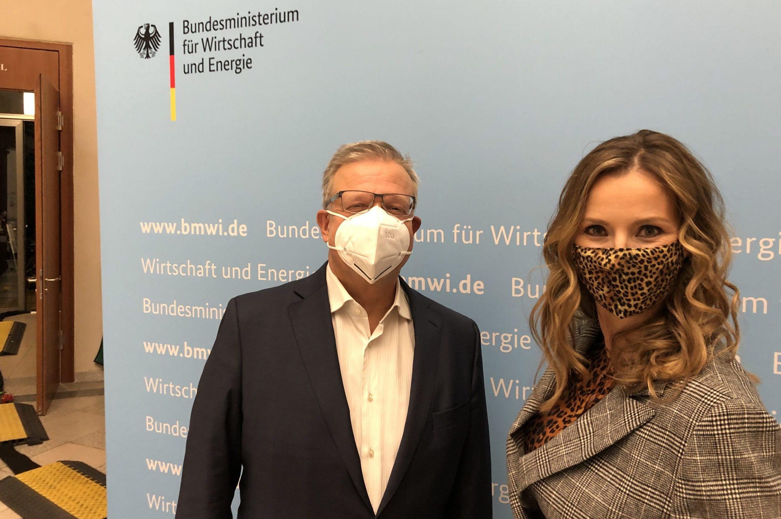 Marc Beise und Kristina zur Mühlen mit Mund-Nase-Maske im Bundeswirtschaftsministerium